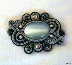 . Boho Jewelry, Beaded Jewelry, Jewelery, Jewelry Design, Soutache Pendant, Soutache Necklace, Brooches Handmade, Handmade Jewelry, Soutache Tutorial