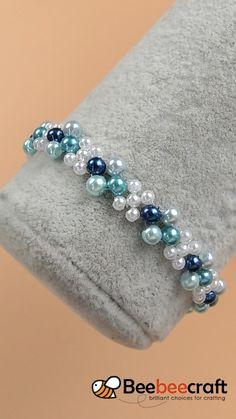 Blue style bracelet making with Beebeecraft glasspearlbeads Diy Crafts Jewelry, Bracelet Crafts, Handmade Jewelry, Handmade Bracelets, Jewelry Bracelets, Beaded Jewelry Patterns, Bracelet Patterns, Bead Embroidery Tutorial, Motifs Perler