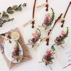 新作のサシェが仕上がりました✧*。 レモンにも似た爽やかなシトラスハーブの香りです⸜(๑'ᵕ'๑)⸝ 花束作るの楽しかったです (๑´ㅂ`๑)♡*.+゜ #chubby_round #handmade#natural#materials #aroma#sachet#aromabar #essentialoil#botanical #wax#flower#herb#dryflower #present#gift#minne #アロマ#アロマキャンドル #ワックスサシェ#ボタニカル #自然素材#ハンドメイド #インテリア#プレゼント#花束 #シトラスハーブ Handmade Soaps, Handmade Crafts, Wax Tablet, Diy Wax, Candle Maker, Homemade Soap Recipes, Scented Wax, Home Made Soap, Flower Cards