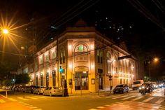 """Os palcos do teatro recebem os projetos """"Tarde de Ópera"""" e """"Tarde de Canções""""."""