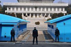 I know this - I was there: Regungslos, mit zu Fäusten geballten Händen – so stehen die südkoreanischen Soldaten an der Grenze und schauen gen Norden