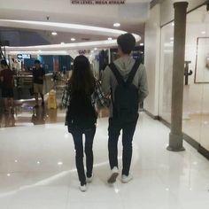 29 Ideas fashion korean couple love for 2019 Korean Ulzzang, Ulzzang Boy, Cute Relationships, Relationship Goals, Couple Ulzzang, Couple Goals Cuddling, Couples Walking, Korean Couple, Couple Aesthetic
