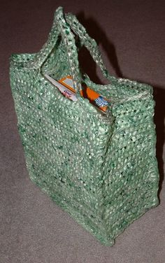 How to: upcycle plastic Shopping Bags