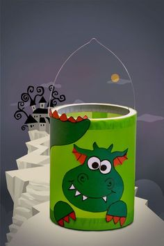 Drachenlaterne im Schmunzelmonster-Style Fun Crafts, Diy And Crafts, Arts And Crafts, Paper Crafts, Diy For Kids, Crafts For Kids, Lantern Crafts, Traditional Lanterns, How To Make Lanterns
