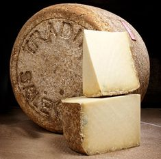 Photo Salers Fromage Aop, French Cheese, Cheese Lover, Wine Cheese, C'est Bon, Brie, Food Photo, Spicy, Madonna Photos