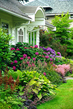 Front Yard Garden Design A Fine Foundation 3 - The plantings closest to your home should play up its assets and soften its hard edges House Landscape, Landscape Design, Garden Design, Landscape Rocks, Front Garden Landscape, Landscape Model, Garden Shrubs, Shade Garden, Gravel Garden