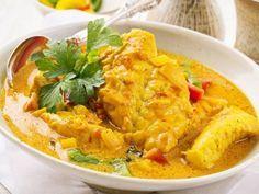 lotte, poivron rouge, poivron vert, tomate, lait de coco, pâte de curry, poivre, Sel, sucre