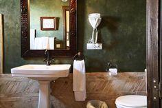 Un hotel con mucho encanto, en Osuna    Blog tendencias y decoración estilo andaluz, baño barro, verde, baño rústico
