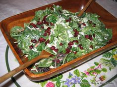 Romaine, spinach, cole slaw mix, almonds, dried cranberries, and Brianna's poppy seed dressing. Ready in 5 min.