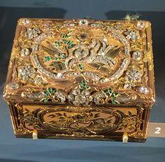 """4""""x3"""" beautiful gold snuffbox, 'mars couronne par la victoire', paris, T.-P. Breton et P.-R. Mondon. 1740-1744, louvre, paris."""