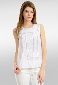 Camisa bordados y puntillas con faldón Cute White Tops, Shirt Skirt, Lovely Dresses, Dress Codes, Fashion Outfits, Womens Fashion, Pretty Outfits, Blouse Designs, Blouses For Women