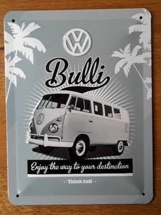 Misschien ben je wel de trotse eigenaar van zo een prachtig VW busje. Misschien ben je ooit eigenaar geweest en heb je prachtige herinneringen. Misschien droom je er wel van om ooit in zo een klassiek busje rond te rijden. Hoe dan ook, kijkend naar dit bordje droom je er bij weg, en hoor je het karakteristieke motor geluid van dit busje. Volkswagen, Combi Vw, Images, Search