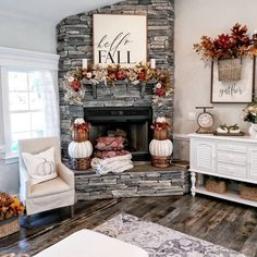 When homeowners invite guests and company into their home typically the first thing that visitors see is the living room, or family room, of the house. Unless there is a foyer before the living roo… Fall Mantle Decor, Fall Home Decor, Autumn Home, Mantle Decorating, Decorating Ideas, Gray Home Decor, Christmas Living Room Decor, Mantles Decor, Country Fall Decor