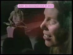 Joni Mitchell - All I Want  #音楽 ジョニ・ミッチェルの歴史的名盤「ブルー」(1971年)の冒頭曲 All I Want は、やや特殊な弦楽器アパラチアン・ダルシマーを伴奏に使用。その見事な弾き語りの映像。アルバムの発表の前年にジョニがBBCに出演した際のもの。  https://twitter.com/ogugeo/status/325953382902796288
