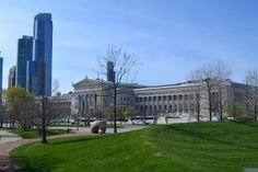 Built in the Classical Revival style, the Field Museum was a result of the 1893 World's Columbian Exposition. A home was needed for the artifacts displayed at the fair. Edward Ayer convinced the merchant Marshall Field to fund what would be known as the Columbian Museum of Chicago. In 1905, the Muse