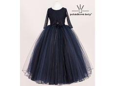 e0b464bd50b4 Dívčí tmavěmodré princeznovské šaty inspirované Večernicí. Cena od 3 799Kč.