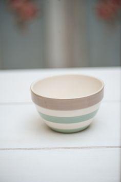 Acest bol din gama Cream este dintr-o ceramica de cea mai buna calitate.