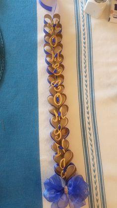 Texas Homecoming Mums, Homecoming Garter, Homecoming Spirit, Homecoming Ideas, How To Make Mums, Ribbon Braids, Heart Chain, School Spirit, Corsage
