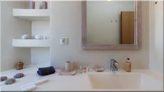 Minimál stílusú vagy gazdagon díszített fürdőszoba? Diszkrét monokróm vagy élénk színek? Modern vagy retro hangulat? Az új trendek szerint minden belefér - Luxuslakások