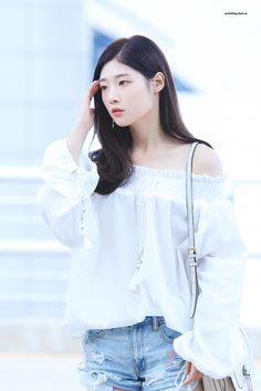 Jung Chaeyeon, Ioi, Woman Crush, Ruffle Blouse, Actresses, Women, Girls, Style, Wattpad