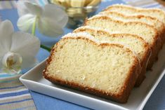 Chec din albusuri cu cocos | Miremirc Loaf Cake, Banana Bread, Food And Drink, Sweet, Desserts, Blog, Sweets, Kitchens, Candy