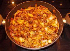 Schmorkohl nach Omis Rezept, ein schönes Rezept aus der Kategorie Gemüse. Bewertungen: 10. Durchschnitt: Ø 4,2. Meat Recipes, Lunch Recipes, Vegetable Recipes, Cooking Recipes, Tarte, Finger Foods, Gratin, Yummy Food, Good Food