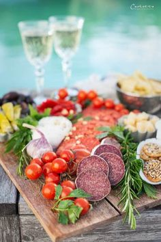 Prosecco Picknick, Italienische Jause, Jause am See, Prosecco Picknick am See, Prosecco, Jause, italienische Jausenplatte, Italienische Jausenplatte mit Prosecco, Picknick, Italienisches Picknick, cookingCatrin, cookingCatrin Rezepte, cookingCatrin Italienische Jause, italian food, italian picnic, cookingCatrin Prosecco Picknick Avocado Dressing, Snacks, Prosecco, Italian Recipes, Cobb Salad, Picnic, Dinner, Food, Chinese Cake
