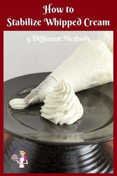 Stabilized whipped cream is the best way to increase the shelf life of desserts. How do you stabilize whipped cream? These five simple, easy and effortless Stabilized Whipped Cream Frosting, Whipped Cream Cakes, Vegan Whipped Cream, Making Whipped Cream, Chocolate Whipped Cream, Whipped Frosting, Homemade Whipped Cream, Whip Cream Frosting, Cool Whip Frosting