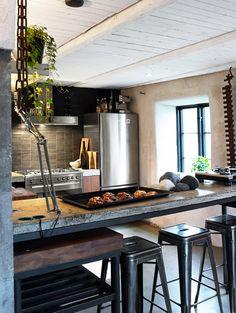 Industrial+Kitchen_viaRecentSettlers.flickr.com.jpg 570×758 pixels