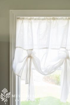 DIY & ready-made tie-up shades - Miss Mustard Seed Balloon Curtains, Diy Curtains, Diy Home Decor, Home Decor, Diy Window Shades, Diy Shades, Fabric Shades, Tie Up Curtains, Diy Window