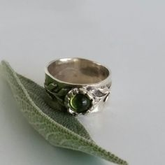 Have a green day with this Smooth ring and pleasant on hand . Look yor best every day