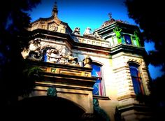 THE HAUNTED HOUSE STATUES ARCHITECTURE  by THETOYSTALKER