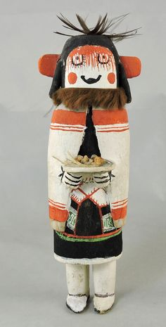 The grandmother Kachina Ha Hai Wuhti, is bringing food on a plaque.