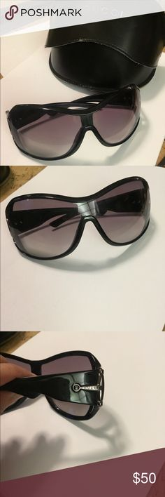 Gucci Sunglasses 😎 Horse - Bit black good con Gucci Sunglasses authentic ,good preowned condition no scratches on lenses only cover has some wear ,other then that it's nice Gucci Accessories Glasses
