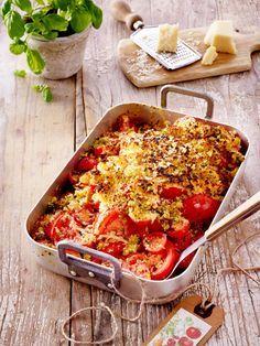 Dieser Tomaten-Crumble ist schnell gemacht. Er vereint das Beste aus Tomate, Knusper und Parmesan.