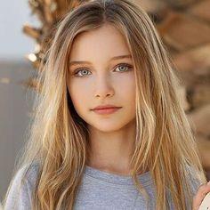 Beauté Blonde, Blonde Hair Girl, Brown Blonde Hair, Blonde Beauty, Most Beautiful Faces, Beautiful Little Girls, Beautiful Girl Image, Beautiful Eyes, Girl With Green Eyes