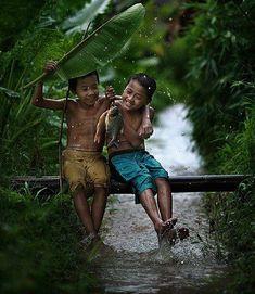 Sono poche le cose di cui non possiamo fare a meno, una di queste è l'amicizia.