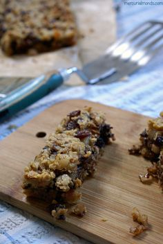 Pear, chocolate and walnut flapjacks | mercurialmonds.com