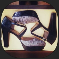 Serpiente negra y Cancun Gris Piedra...un conjunto delicioso.  Gracias a tod@s por vuestros diseños ♥♡♥ Wedges, Heels, How To Make, Fashion, Thanks, Black, Heel, Moda, La Mode