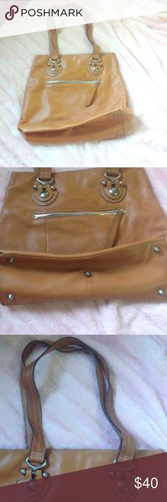 """Camel handbag Camel/cognac handbag. Real leather. Double shoulder straps 11"""" long. 16.4"""" wide x 14"""" high. Used once, no rips stains or tears on lining or outside. This bag is in like new condition. Open to trades and offers. No returns accepted. HOBO Bags Shoulder Bags"""