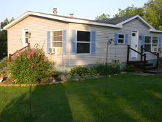 home repairs,house renovation ideas,house remodeling ideas,home repairs on a budget Mobile Home Landscaping, Front Yard Landscaping, Landscaping Ideas, Mobile Home Living, Home And Living, Small Living, Living Rooms, Remodeling Mobile Homes, Home Remodeling