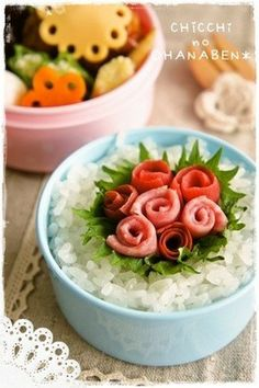 thats are meat!Definitely doing meat flowers :) Interesting way to pack more protein into a bento ^_^ Cute Bento Boxes, Bento Box Lunch, Bento Food, Bento Recipes, Bento Ideas, Japanese Lunch, Food Humor, Brunch, Cute Food