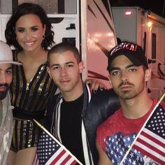 Nick Jonas, Demi Lovato And Joe Jonas Kick Off Football Season In Texas - http://oceanup.com/2016/09/12/nick-jonas-demi-lovato-and-joe-jonas-kick-off-football-season-in-texas/