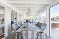 Now THIS is how you do Hamptons decor in Australia! - The Interiors Addict Hamptons Decor, Die Hamptons, Hamptons Style Homes, Coastal Living Rooms, Coastal Homes, Hamptons Living Room, Coastal Style, Coastal Decor, Nantucket Style