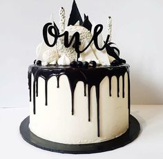 Black and white / Monochrome Party Birthday Drip Cake, White Birthday Cakes, 18th Birthday Party, Men Birthday Cakes, Black And Gold Birthday Cake, Birthday Ideas, Beautiful Cakes, Amazing Cakes, Black White Cakes