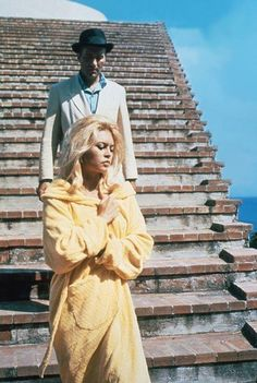 Brigitte Bardot y Michel Piccoli en la Casa Malaparte, Capri, Italia - Adalberto Libera - (Le Mépris 1963, Godard)