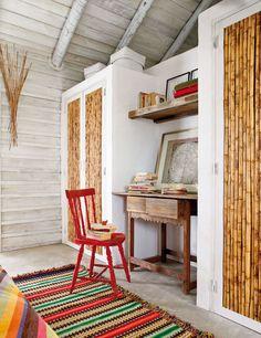 A designer Pequenina Rodrigues, especialista em móveis reciclados, se encantou quando viu a propriedade composta por quatro cabanas de pesc...