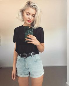 Summer fashion | High waisted shorts with a chunky belt and a black t