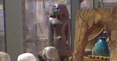 Uma antiga estátua egípcia parece ter começado a mover-se por conta própria, para espanto dos cientistas e curadores de museus.