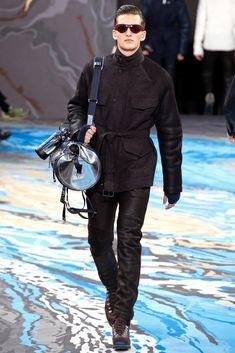 Louis Vuitton - Men Fashion Fall Winter - Shows - Vogue. Mens Fashion Week, Fashion Show, Fashion Fall, Paris Fashion, Vogue Paris, Louis Vuitton Homme, Lv Men, Mens Fall, Fall Winter 2014